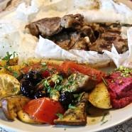Orientalisches Lamm mit Rote Beete Hummus
