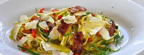 Radler Pasta – Fettuccine mit Radicchio-Trüffelsauce und Pancetta
